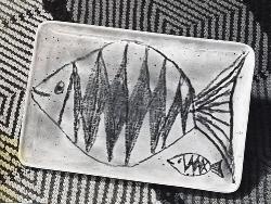 Рыбка с рыбенком. Керамическая пластина